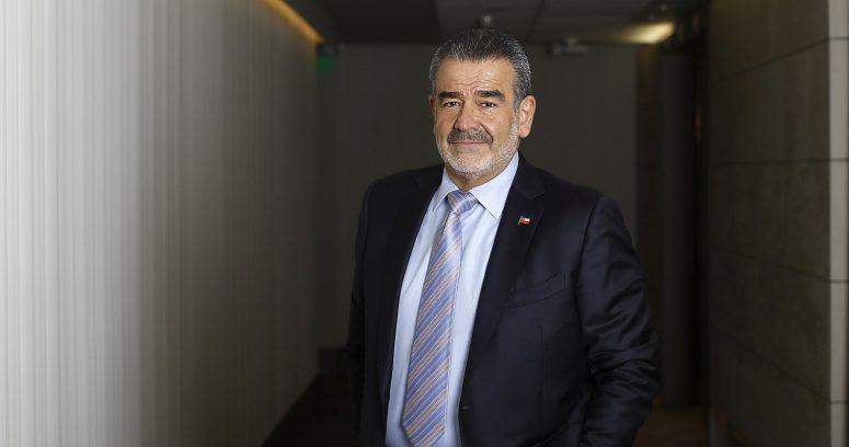 """Luksic respaldó al presidente del Banco Central:"