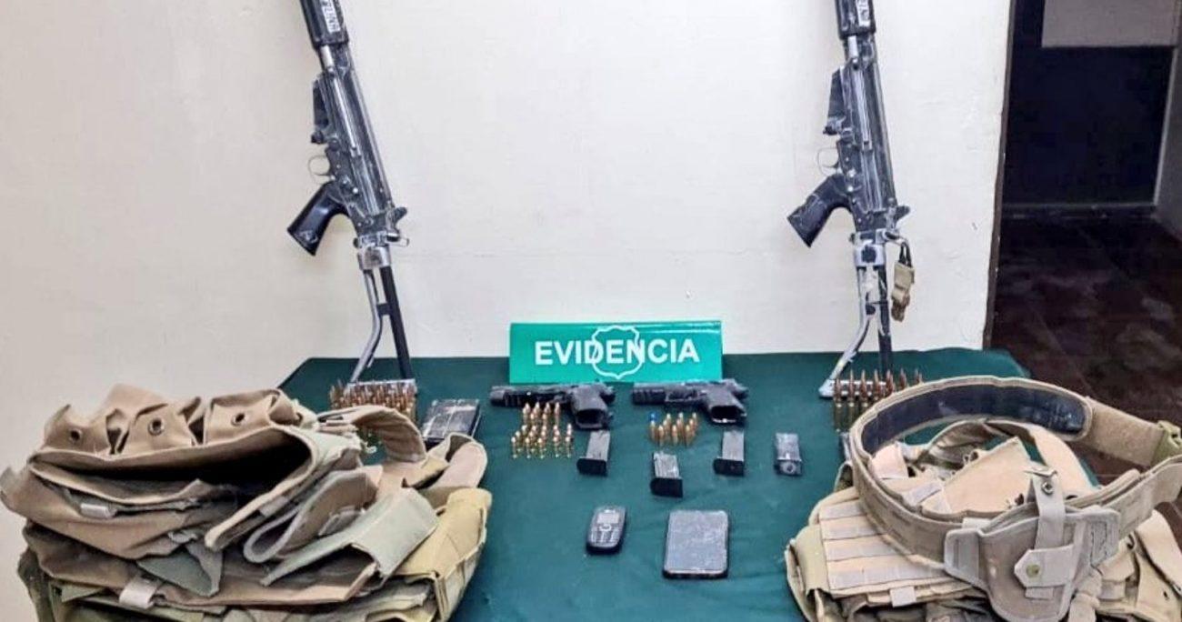 Los tres fueron acusado del robo de vehículos y de posesión de armas de fuego. CARABINEROS