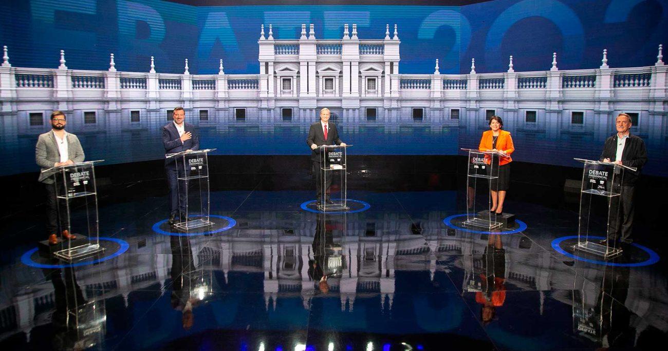 Los candidatos pudieron debatir en un nuevo formato que les permitió interactuar directamente. CEDIDA POR CHILEVISIÓN