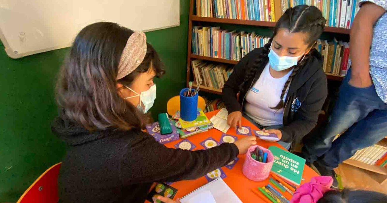 Según los últimos datos de los campamentos con los que trabaja TECHO, 37% de sus habitantes son menores de 18 años y solo 72% asiste a un centro educacional. Santander