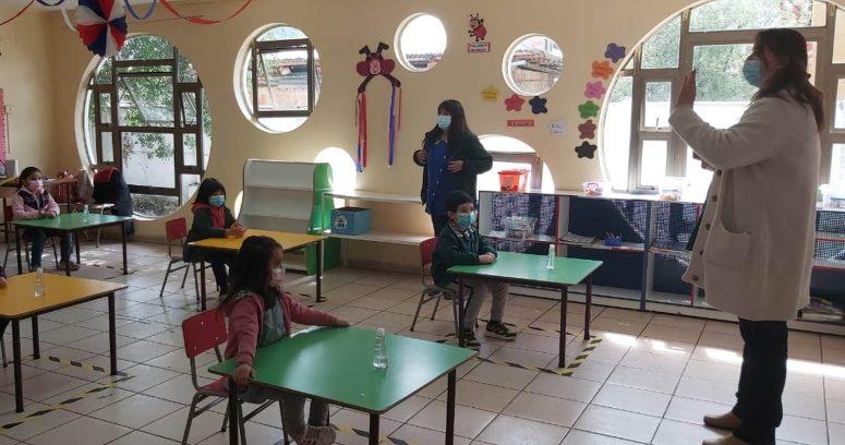 """""""Nuevo sistema monitorea semanalmente a niños que están en riesgo de exclusión escolar"""""""