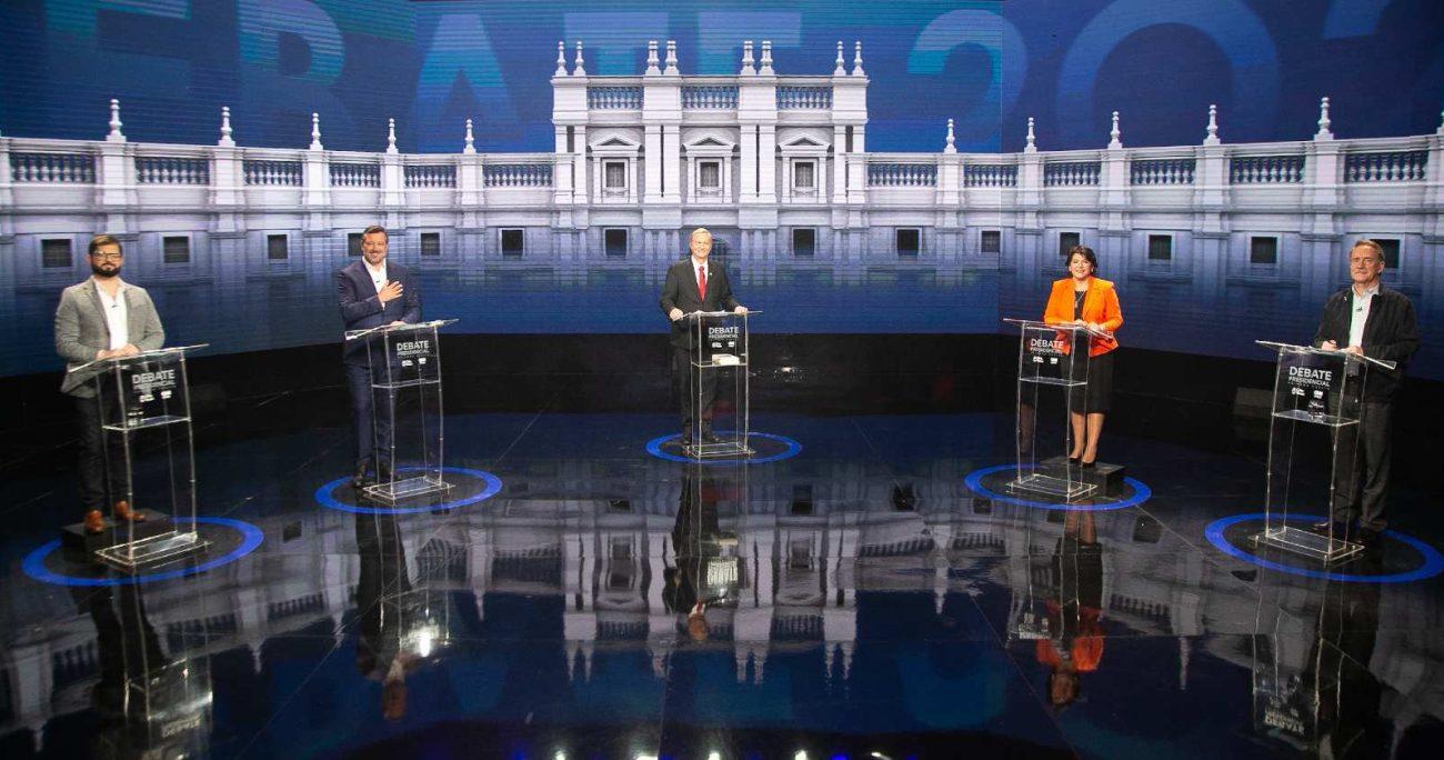 Provoste, Kast, Boric, Sichel y Artés fueron quienes participaron del debate. CHV/CNN CHILE