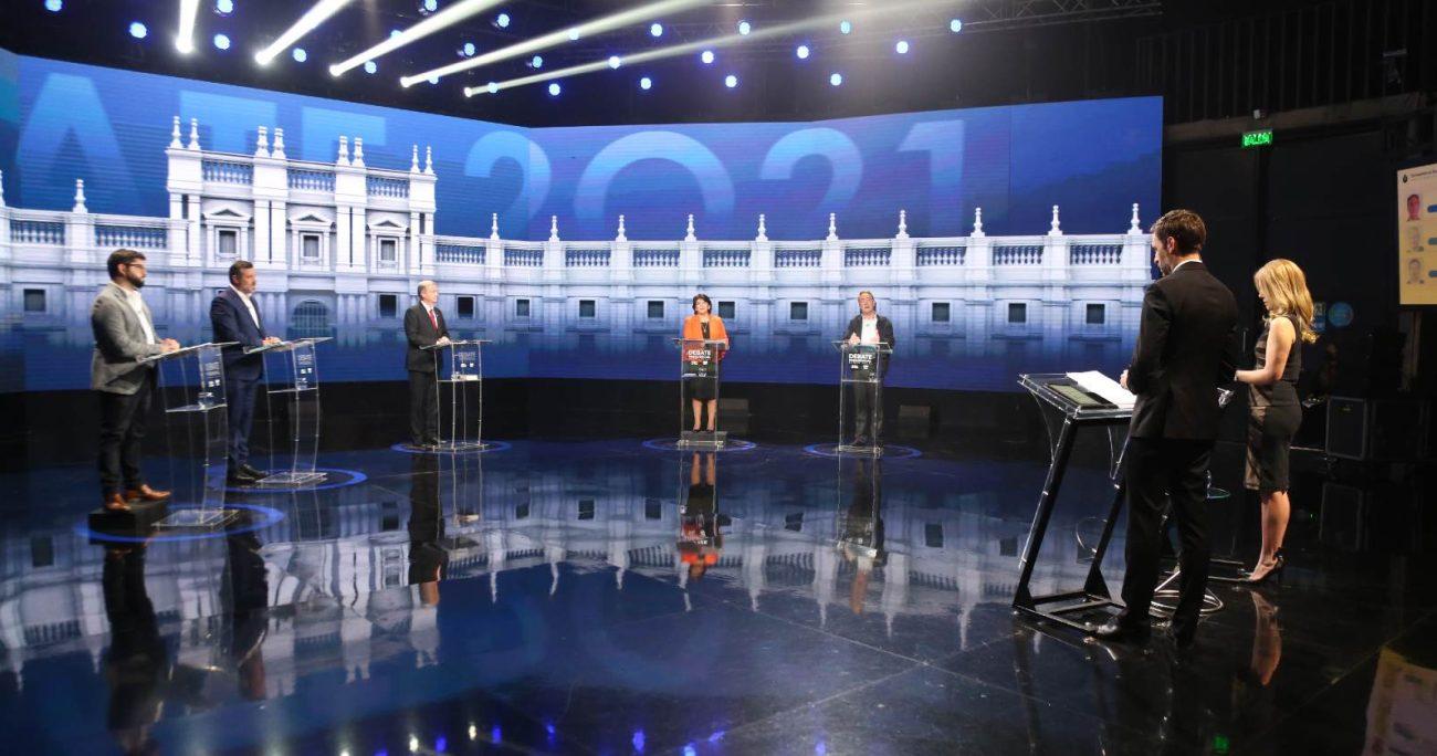 CHV y CNN Chile organizaron este primer encuentro entre los presidenciables.