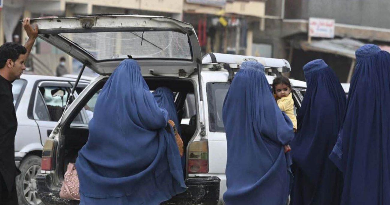 """""""Ess posible que se enfrenten a una situación en la que no se cubran la cara y el cuerpo"""", dijo el líder talibán."""