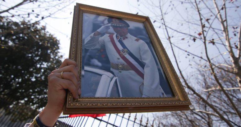 """Villa Alemana retira condición de """"ciudadano ilustre"""" a Augusto Pinochet"""