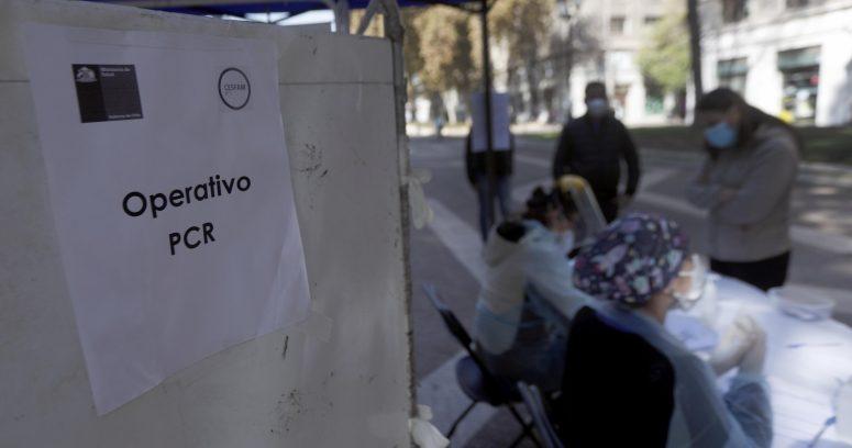 COVID-19: Minsal reportó 2.205 casos nuevos y positividad que se mantiene en el 4% en la Región Metropolitana