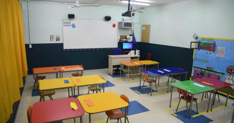 """""""Más de mil establecimientos educacionales siguen sin clases presenciales a dos meses del fin del año escolar"""""""