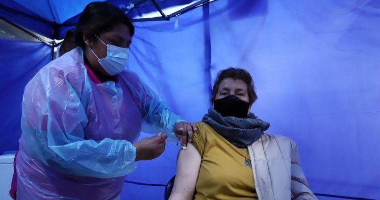 """""""No vacunados se contagian siete veces más que quienes recibieron la dosis de refuerzo"""""""