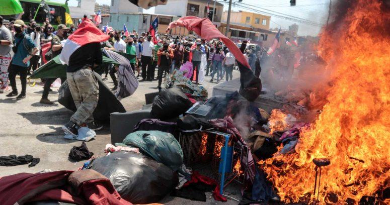 Juzgado de Iquique deja con arraigo nacional a imputados por incendiar carpas de migrantes
