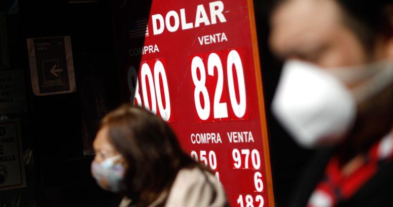 """""""Dólar abre la jornada a la baja tras histórica alza de tasa de interés"""""""