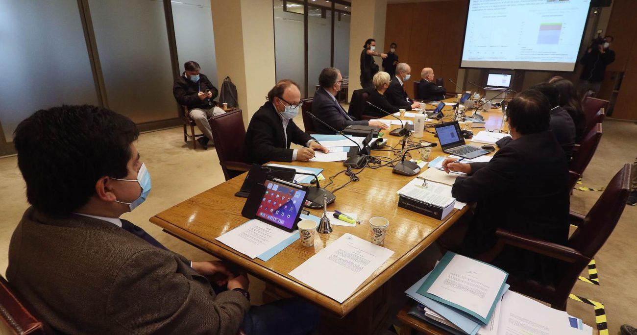 Este miércoles la Comisión de Constitución escuchará al vicepresidente ejecutivo de la Asociación de Aseguradores de Chile A.G., Jorge Claude, y al presidente de la Comisión para el Mercado Financiero, Joaquín Cortez Huerta. AGENCIA UNO/ARCHIVO