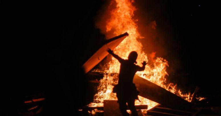 Saqueos, barricadas y desmanes en un nuevo aniversario del 18-0