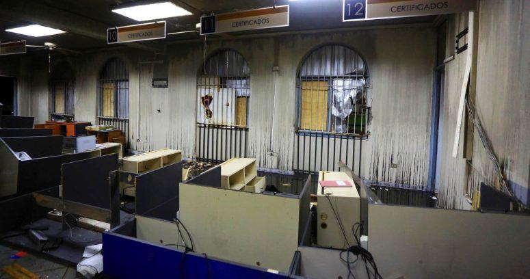 Vándalos atacan Registro Civil en Puente Alto: queman cédulas de identidad y pasaportes
