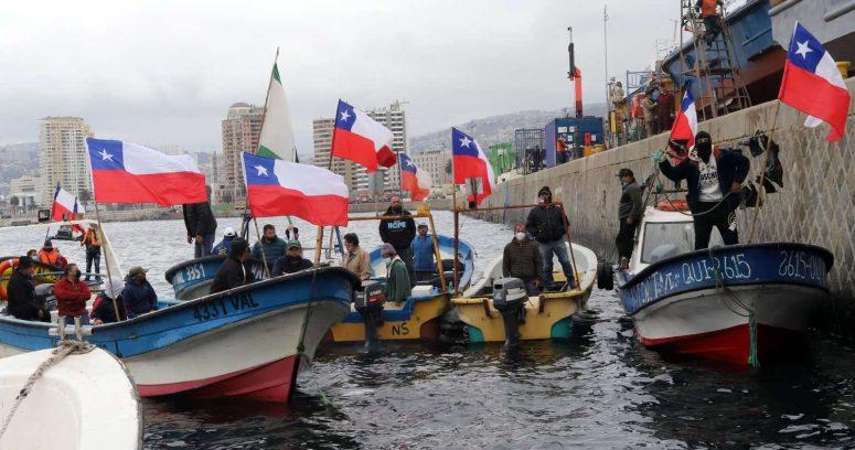 """""""Gobierno alcanza acuerdo con pescadores y volverán al puerto de Valparaíso"""""""