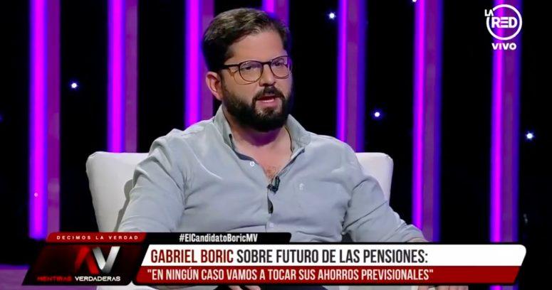 """Boric queda en blanco tras pregunta por impuesto al 1% más rico y cifra de 1.000 UF: """"Uno no tiene todas las cifras en la cabeza"""""""