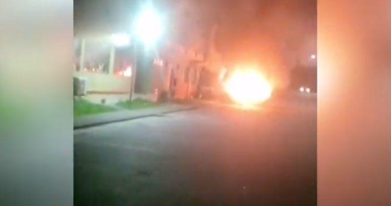 FOTOS – Ataque incendiario en la Universidad de Concepción dejó dos vehículos quemados